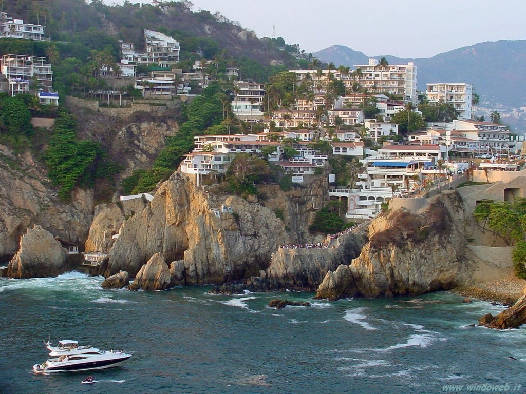 Acapulco is still a thumping partying spot