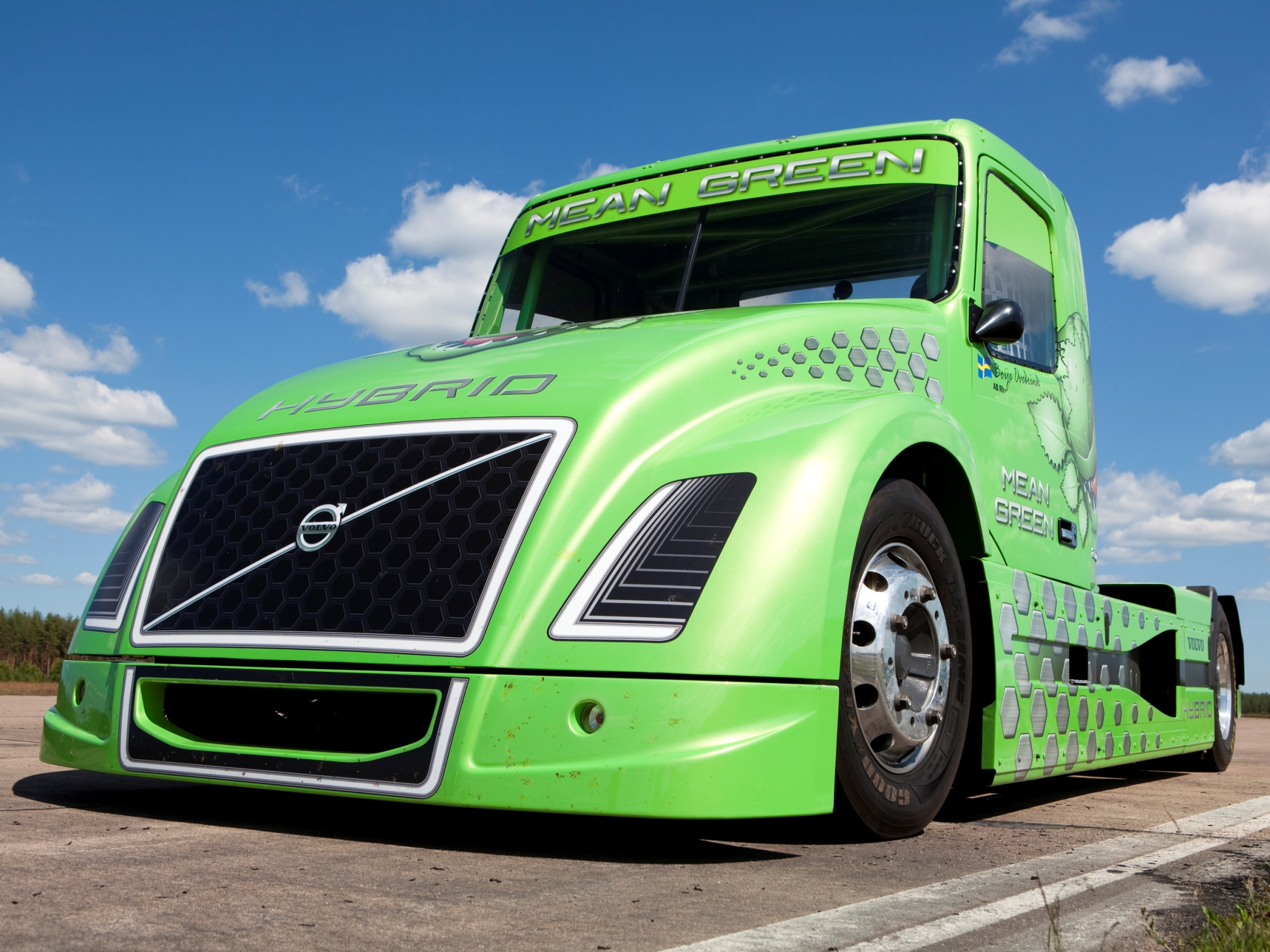 Volvo&#8217;s new hybrid truck: the Mean Green