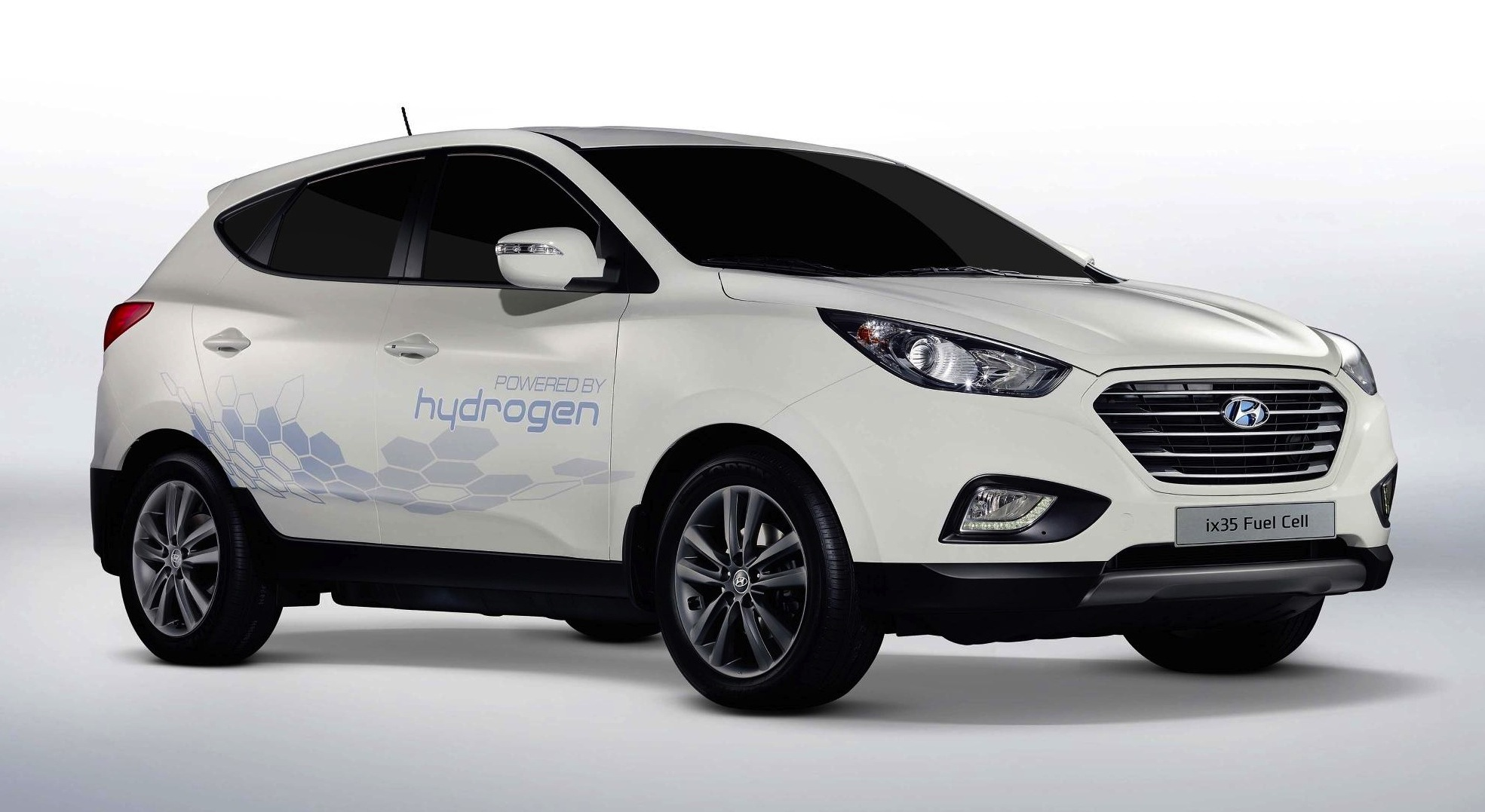 hyundai builds first fuel cell production car travel blog. Black Bedroom Furniture Sets. Home Design Ideas