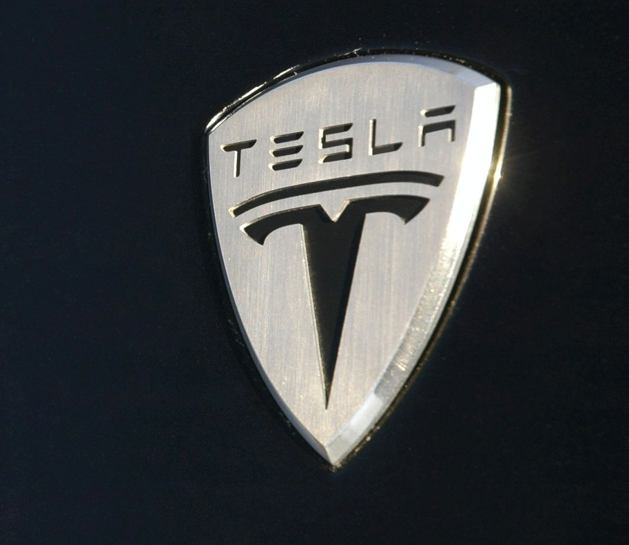 Tesla pays government loan nine years in advance