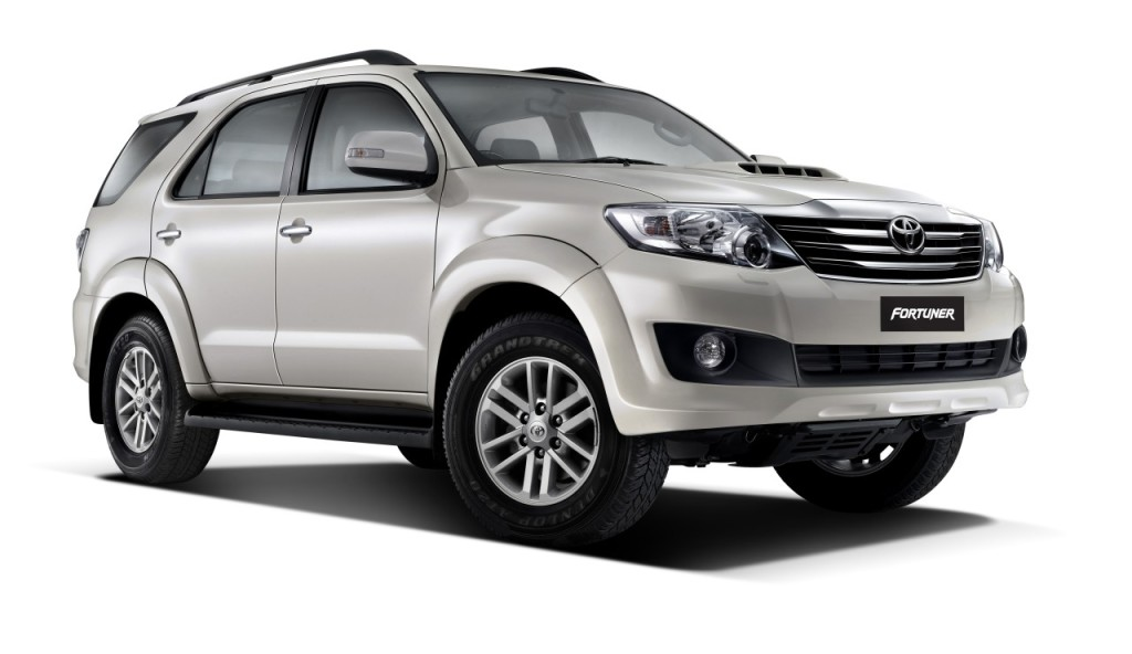 Toyota-Fortuner-Pearl-white-mica