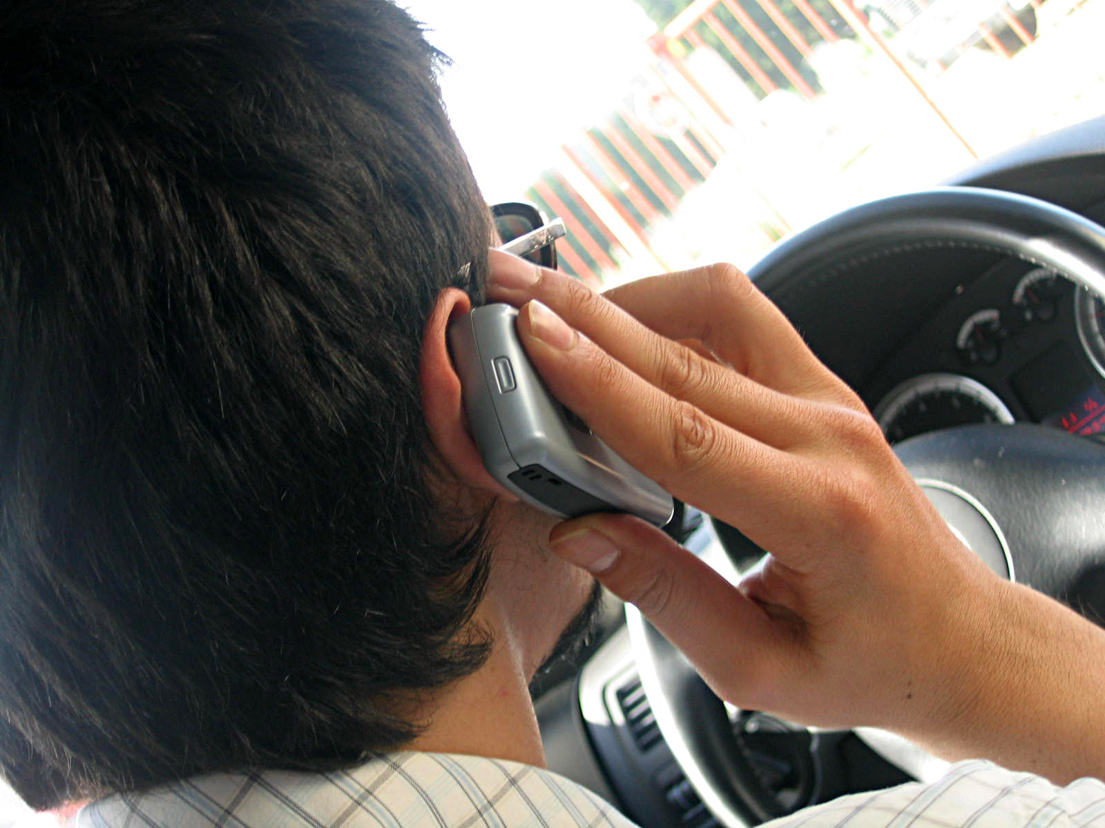 UK study finds no link between phone use and car crash rates
