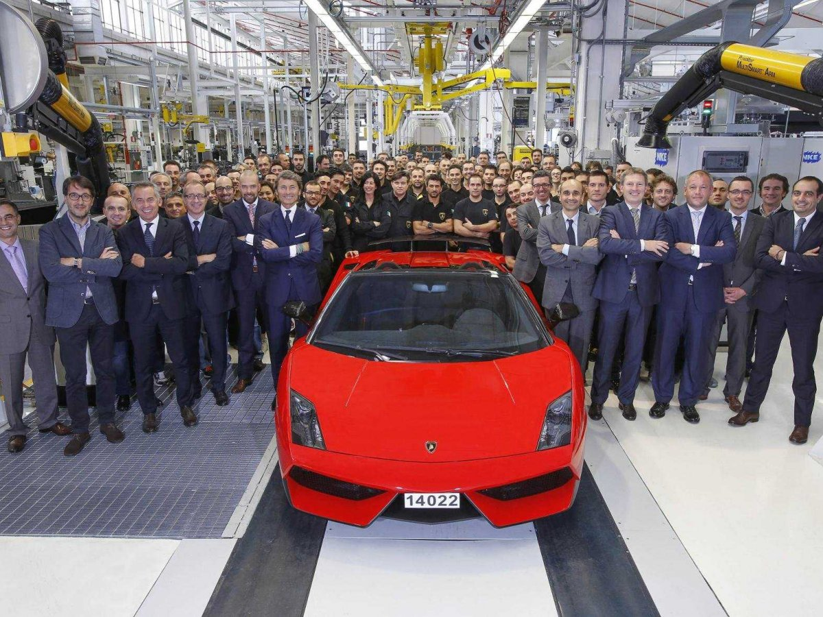 The last Lamborghini Gallardo rolls off the production line