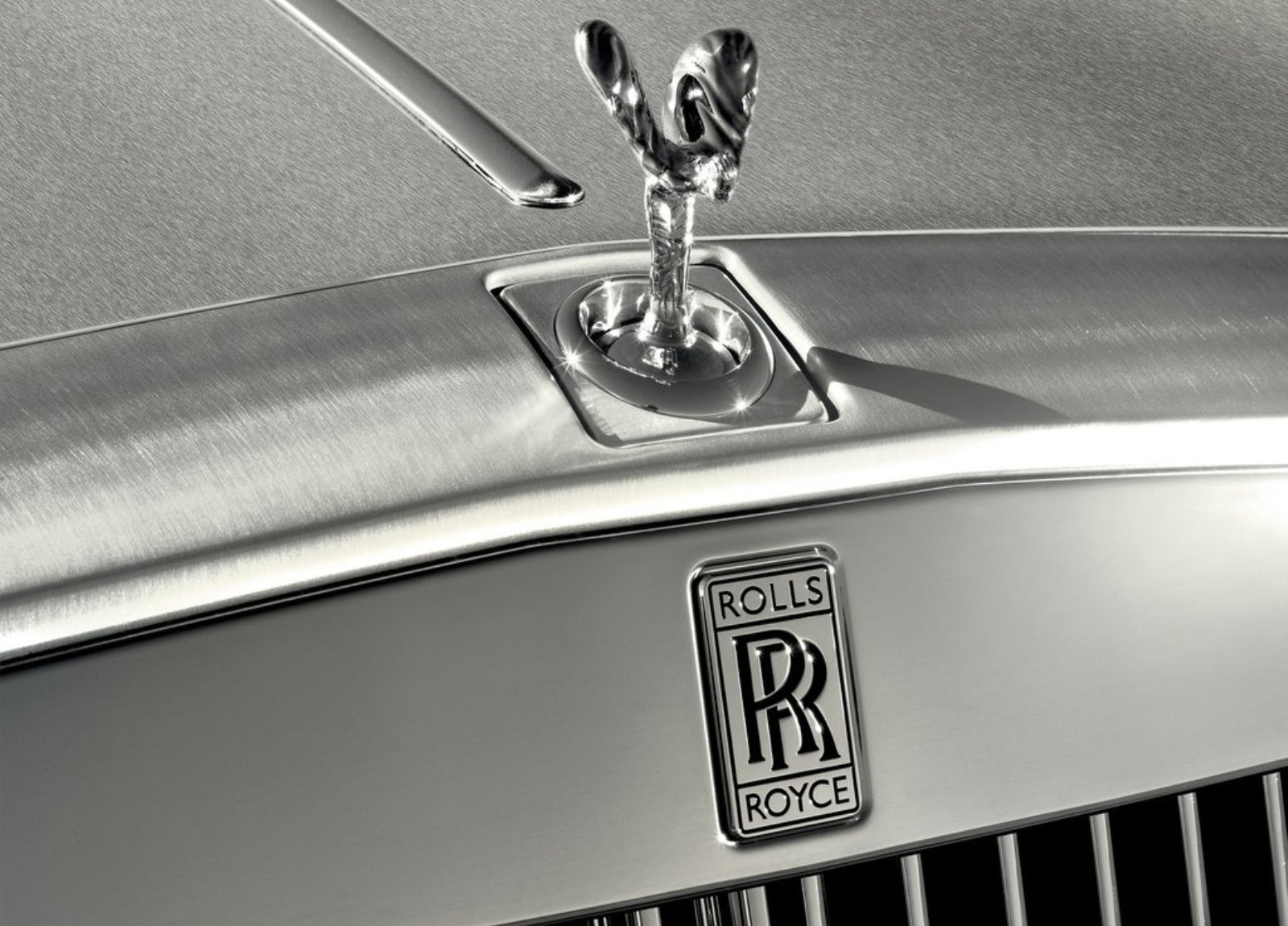 Future Rolls Royce Phantom will have carbonfibre body and plug-in hybrid drivetrain